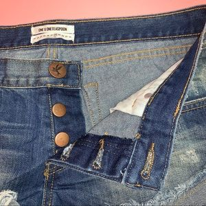 One Teaspoon Shorts - One Teaspoon No 2's Demi's Distressed Shorts